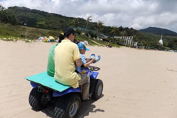2012.04.30 墾丁之旅之2 南灣沙灘玩沙戲水 (2)