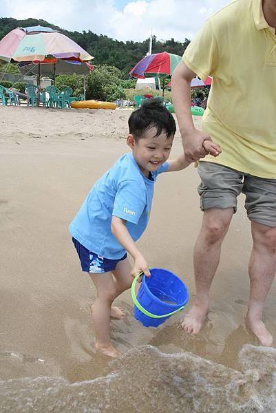 2012.04.30 墾丁之旅之2 南灣沙灘玩沙戲水 (3)