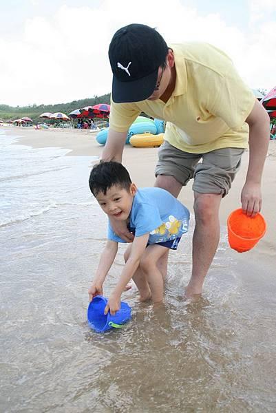 2012.04.30 墾丁之旅之2 南灣沙灘玩沙戲水 (4)