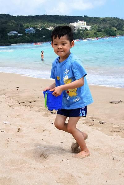 2012.04.30 墾丁之旅之2 南灣沙灘玩沙戲水 (6)