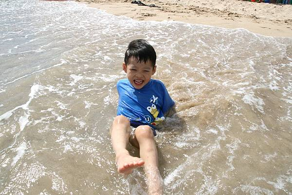 2012.04.30 墾丁之旅之2 南灣沙灘玩沙戲水 (29)