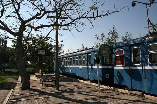 2012.04.30 墾丁之旅之3 列車咖啡館 (1)