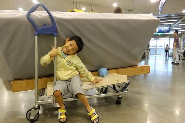 2012.06.16 慶的嬰兒床升級單人床囉 (17)