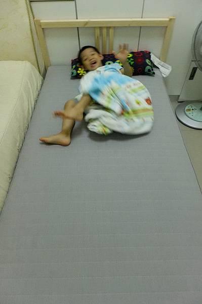2012.06.16 慶的嬰兒床升級單人床囉 (33)