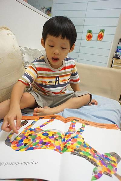 2012.09.03 親子共讀 畫了一匹藍馬的畫家 (6)