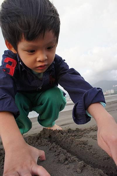 八里 觀海大道 玩沙子
