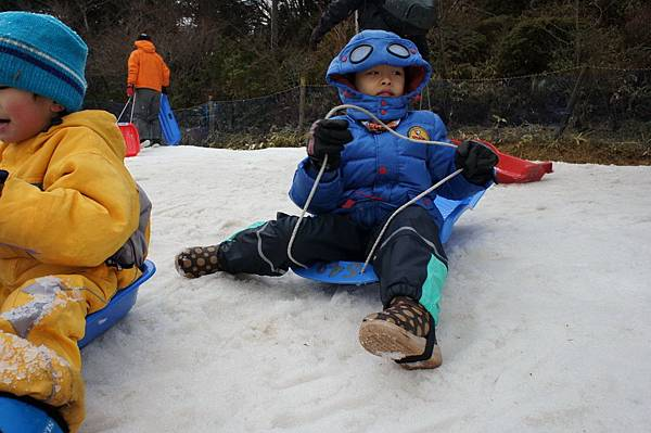 日本神戶六甲山滑雪場 玩雪盆 小孩雪地服裝 (2)