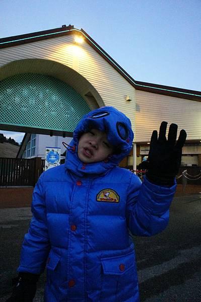 2012.12.23 搭阪急電鐵往神戶六甲山滑雪場 玩雪盆 (130)