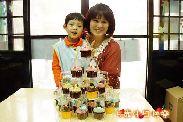 2013.04.02 學校慶生 杯子蛋糕