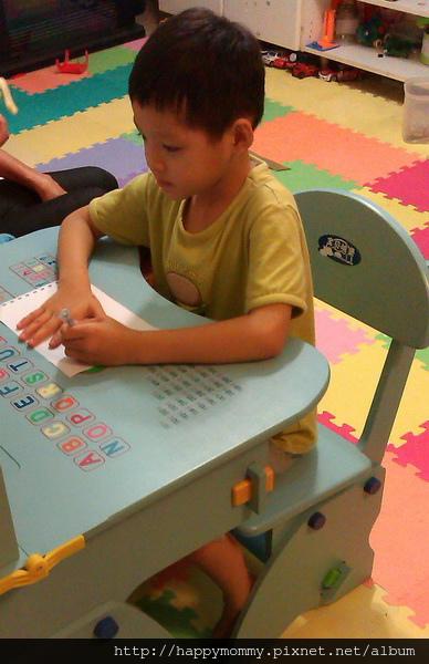 2013.10.10 慶的EMC兒童成長書桌 (9).jpg
