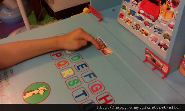 2013.10.10 慶的EMC兒童成長書桌 (10).jpg