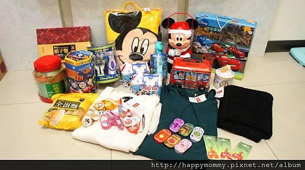 2013.12 香港親子遊 迪士尼 惠康 玩具反斗城 H&M戰利品 (1).JPG