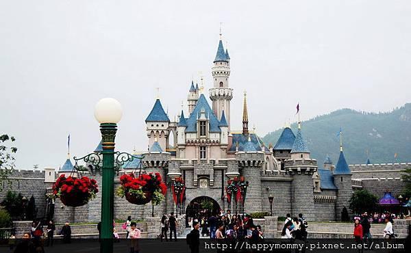 2013.12.14 香港親子遊 耶誕節 迪士尼樂園 (8).jpg