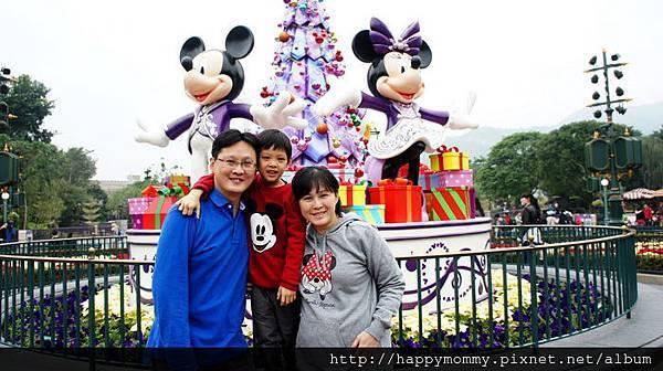 2013.12.14 香港親子遊 耶誕節 迪士尼樂園 (7).JPG