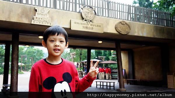 2013.12.14 香港親子遊 耶誕節 迪士尼樂園 (9).JPG