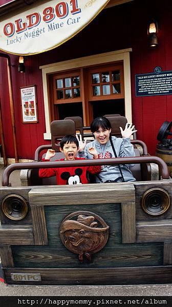 2013.12.14 香港親子遊 耶誕節 迪士尼樂園 (11).JPG