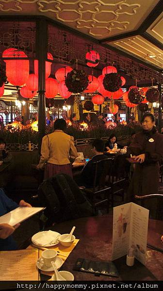 2013.12.14 香港親子遊 耶誕節 迪士尼樂園 (32).jpg