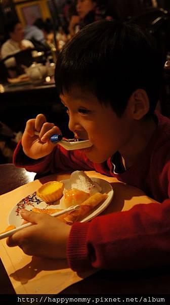 2013.12.14 香港親子遊 耶誕節 迪士尼樂園 (34).JPG