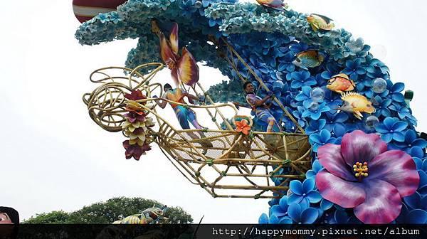 2013.12.14 聖誕節香港迪士尼樂園 飛天巡遊 (13).JPG