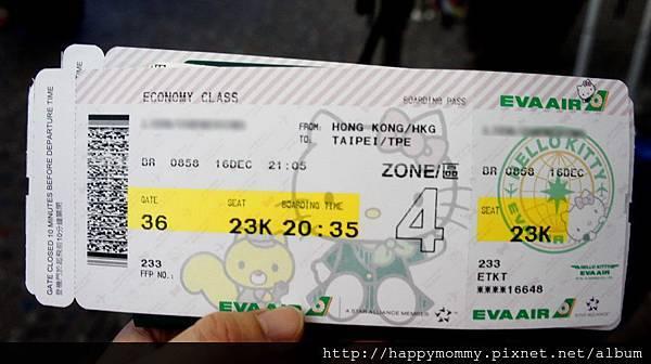 3. 2013.12 香港親子遊搭長榮HelloKitty 彩繪機 登機證.jpg