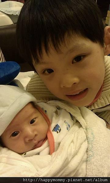 2014.02.21 兄弟倆第一次見面