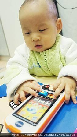 Vtech寶寶智慧型手機玩具 (14).JPG