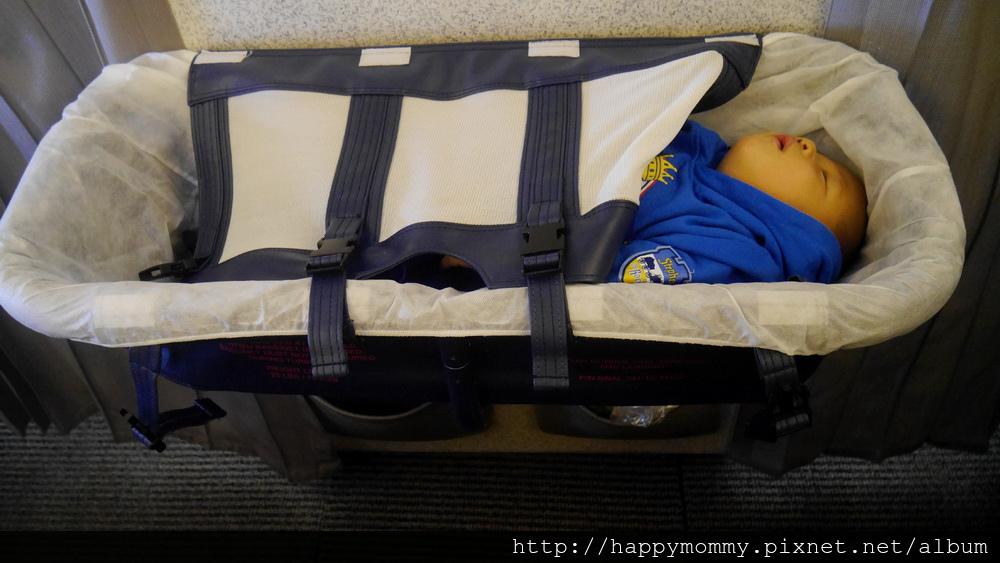 2015 東京跨年 桃園機場嬰兒搭ANA全日空 嬰兒車 嬰兒掛籃 (11).JPG
