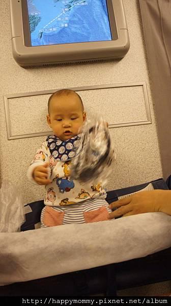 2015 東京跨年 桃園機場嬰兒搭ANA全日空 嬰兒車 嬰兒掛籃 (22).jpg