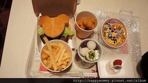 2014.12.29 東京迪士尼紀念品商店和餐廳食物 (15).JPG