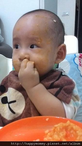 2014.12.03 東尼自己吃副食品
