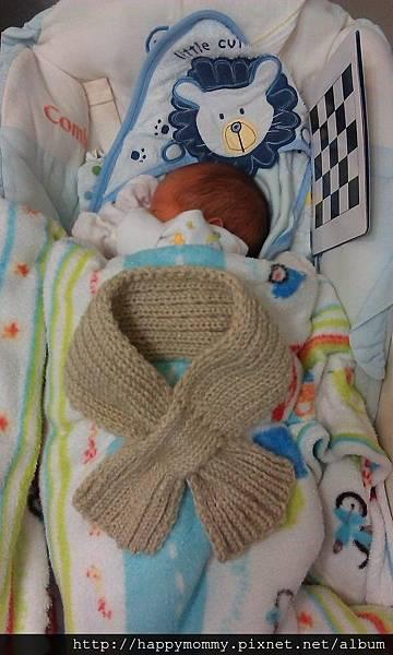 月子阿姨打的寶寶圍巾.jpg