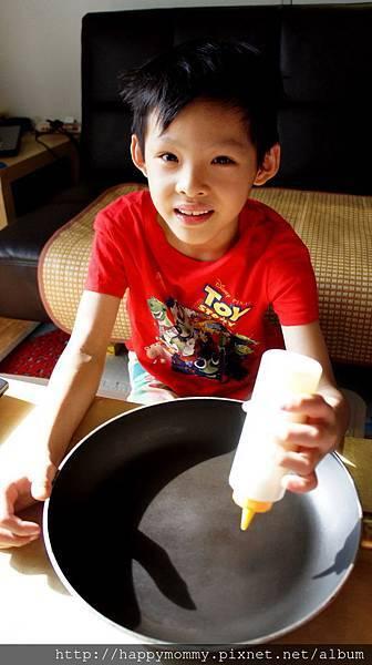 2015.06.18 畫美式鬆餅pancake 巧虎多啦A夢 (2).JPG