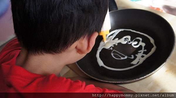 2015.06.18 畫美式鬆餅pancake 巧虎多啦A夢 (9).JPG