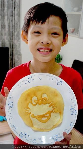 2015.06.18 畫美式鬆餅pancake 巧虎多啦A夢 (14).JPG