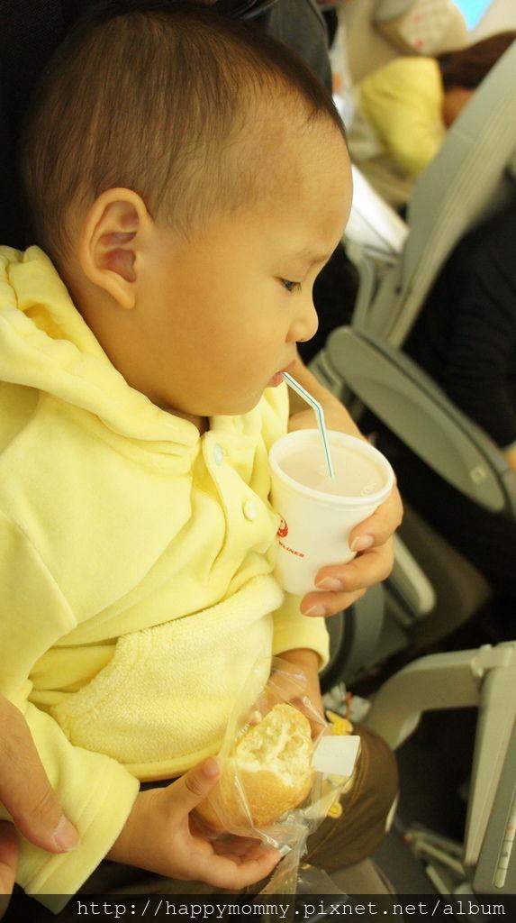 2015.12.14 嬰兒掛籃 飛機餐 兒童玩具 (9).JPG