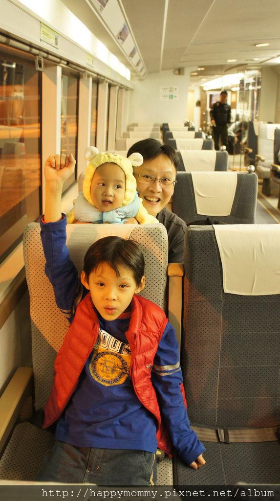 3.  2015.12.14 搭神戶高速船 轉接駁車 轉地鐵到飯店 (7).JPG