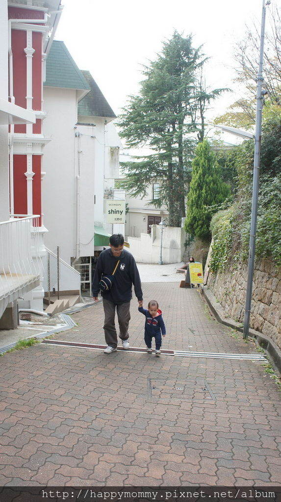 2015.12.15 搭cityloop 遊神戶 北野異人館 神戶塔 馬賽克廣場星巴克 (50).JPG