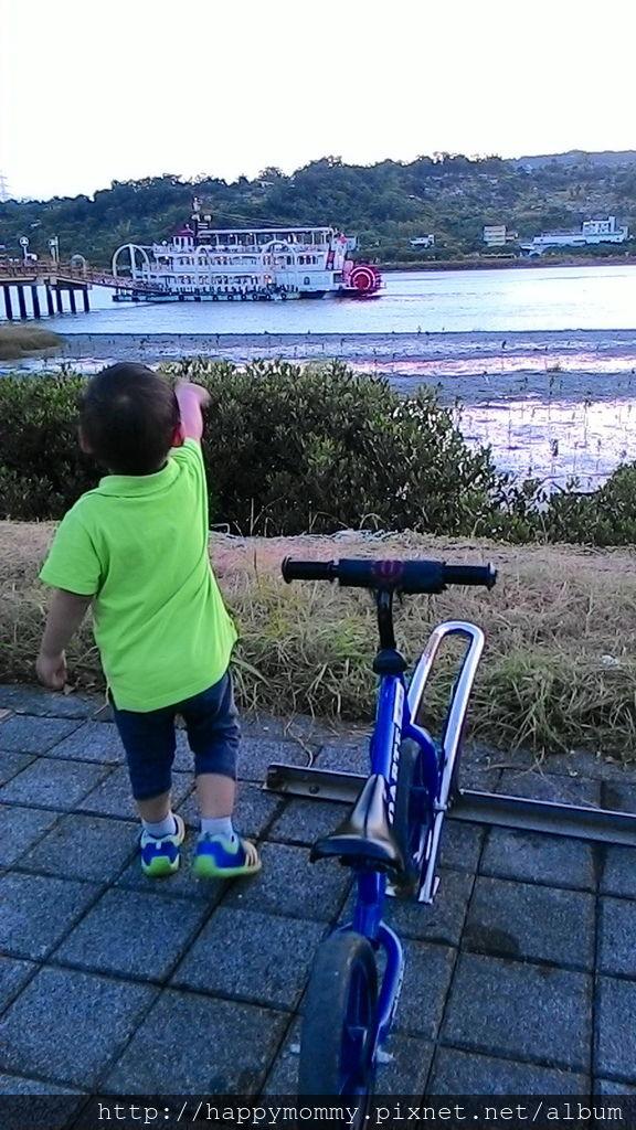2016.08.07 關渡碼頭騎滑步車 玩水 (11).jpg