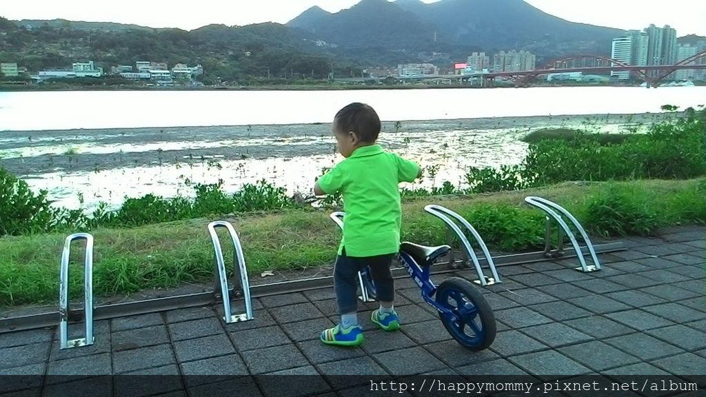 2016.08.07 關渡碼頭騎滑步車 玩水 (12).jpg