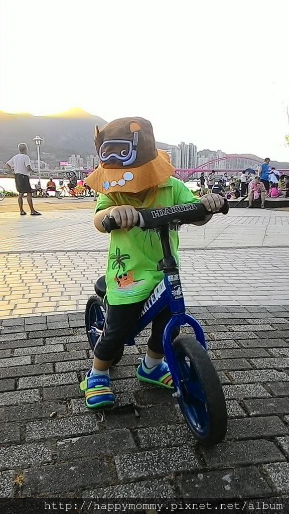 2016.08.07 關渡碼頭騎滑步車 玩水 (5).jpg