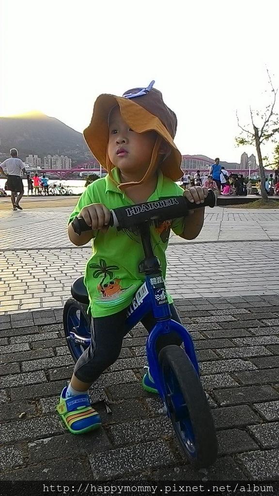 2016.08.07 關渡碼頭騎滑步車 玩水 (6).jpg