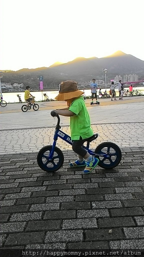 2016.08.07 關渡碼頭騎滑步車 玩水 (7).jpg