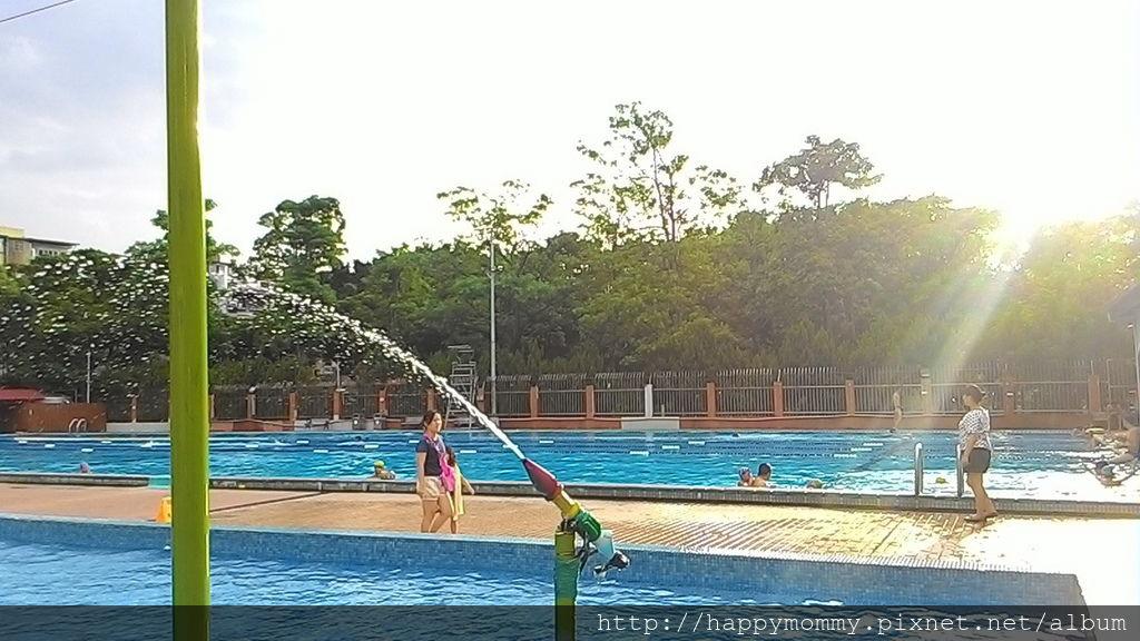 2016.08.19 前港公園泳池戲水 (18).jpg