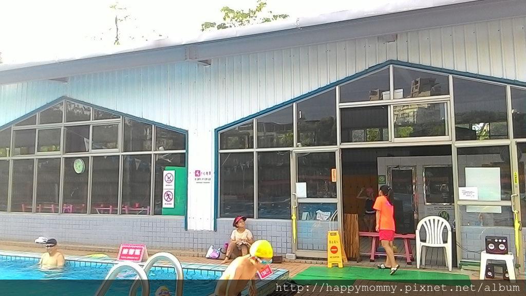 2016.08.19 前港公園泳池戲水 (24).jpg