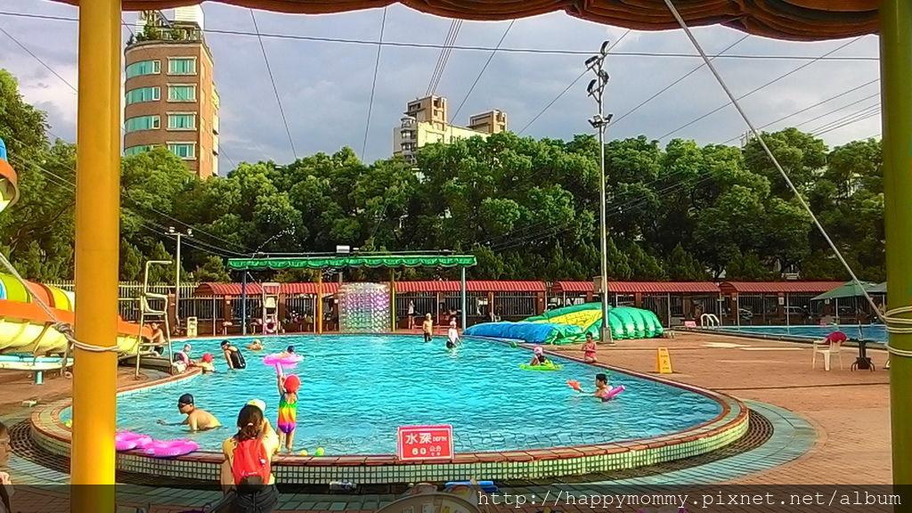 2016.08.19 前港公園泳池戲水 (20).jpg