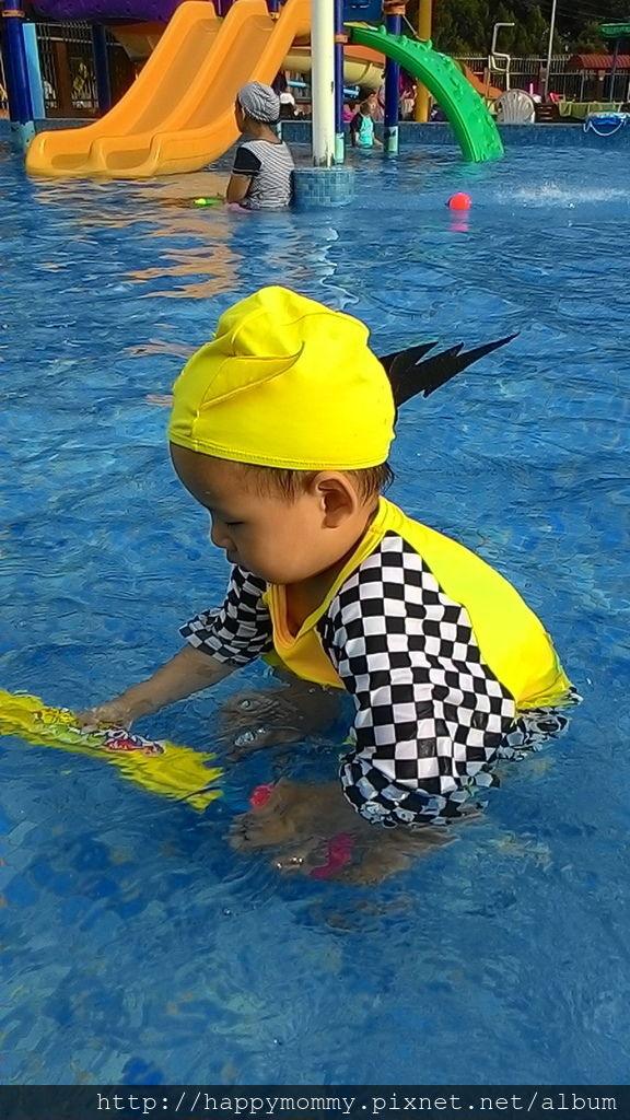 2016.08.19 前港公園泳池戲水 (16).jpg