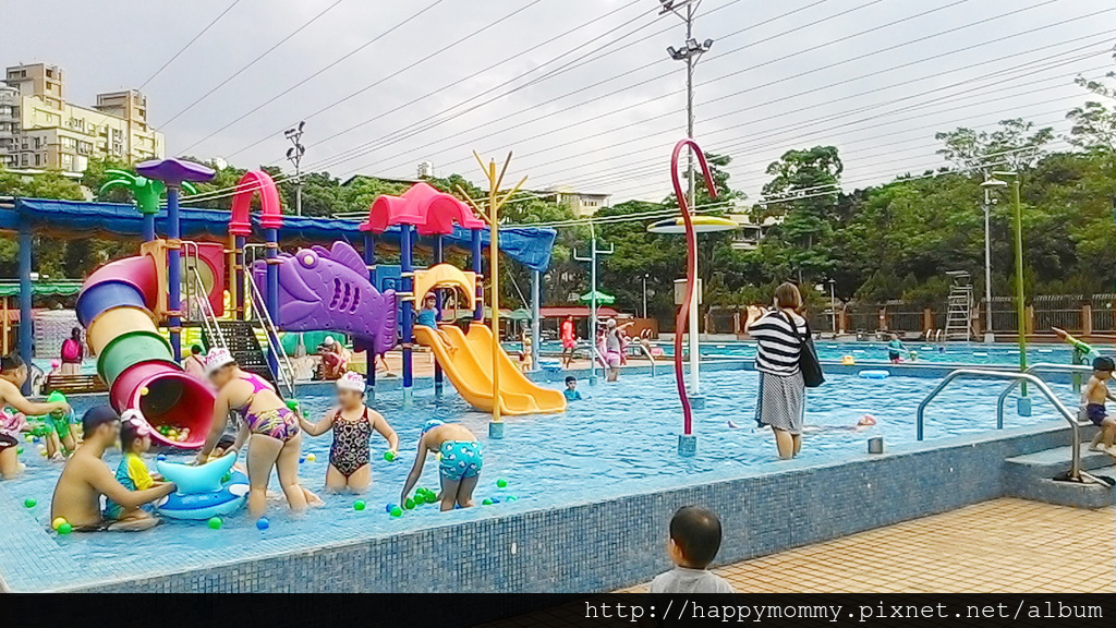 士林前港公園游泳池兒童戲水池 (1).jpg