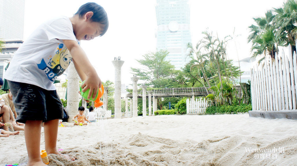2018.08.25 台北市政府人工沙攤 戶外沙坑 (11).JPG