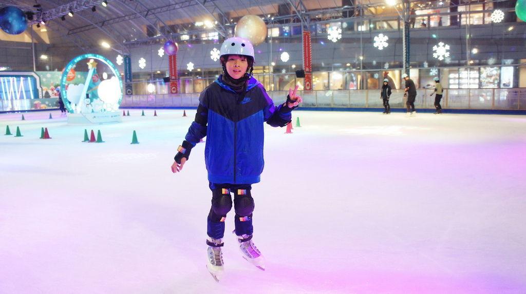 2018.2019中國信託戶外免費滑冰場 (33).JPG