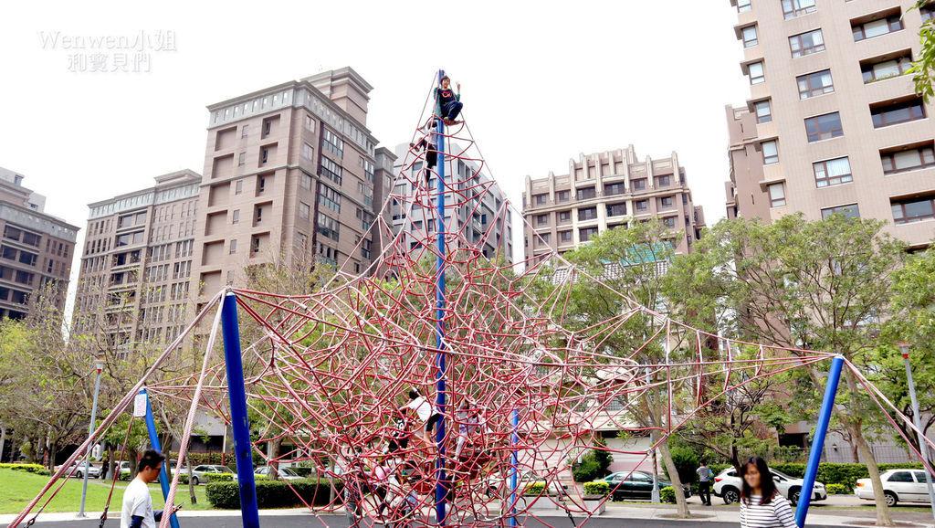 2019.03.31 新竹兒一公園 大型攀爬網 兒童繩索公園 (2).JPG